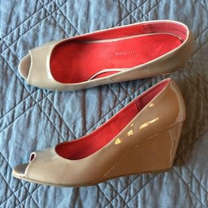 CL by Laundry Patent Nude Peep Toe Wedges Sz 7.5